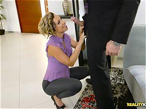 nasty tailor Jada Stevens blows off Charles