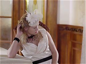 PINUP romp - ultra-cute Czech blond likes sensual screw