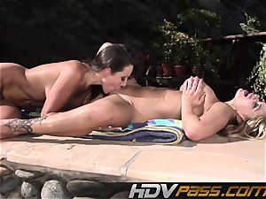 HDVPass Amy and Shyla slurp each others beavers