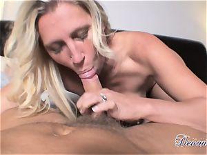 Devon Lee is lovinТ her man's whip slammed in her juicy facehole