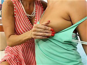 SEXYMOMMA blondie tribbing with expert stepmom