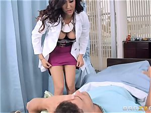 doctor Isis enjoy gets her face and puss creamed