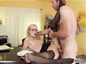 Alex Grey screwed in her cock-squeezing snatch