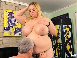 plumper Nikky hornier pleased by a masseur