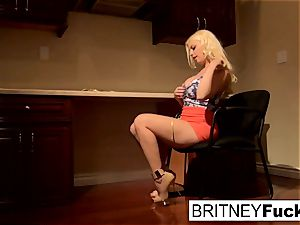 Britney entices a yam-sized weenie