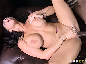 Romi Rain porks her hot ebony trainer in front of her fellow