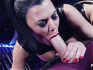 Jasmine likes them large and black