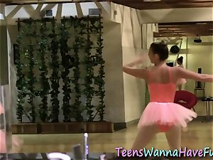 Real ballerina gobbles lez