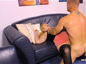 HAUSFRAU FICKEN - busty German mature gets jism on boobies