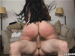 massive butt Latina maid Carmen D earns some extra bucks