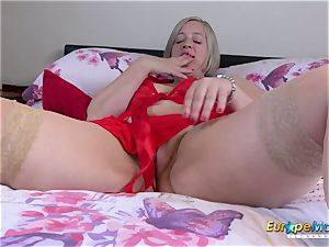 EuropeMaturE Shooting starlet toying with enormous mounds
