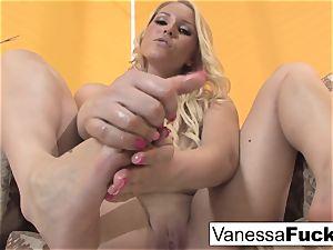 Vanessa box does a killer foot fetish flick