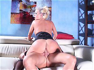 Britney Amber rides her massive ass on his manstick