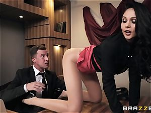 Ariana Marie gets culo porked