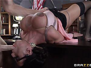 Warden Ariella Ferrera smashes her favourite prisoner
