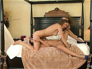 Alexis Capri slurps on her playmates wet cooch