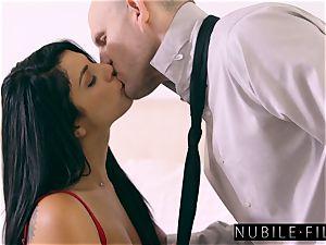 supah sumptuous Gina Valentina seduces Moms beau