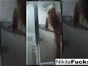 Nikita's super-sexy home vid