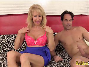 super hot granny Erica Lauren penetrates a yam-sized bone