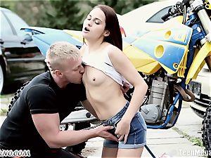 slender Czech bombshell gets penetrated near the garage